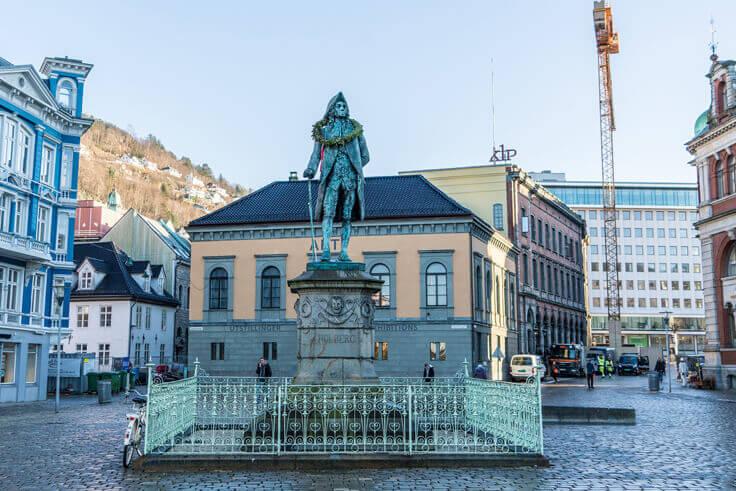 Берген. Норвегия.Памятник Хольбергу.