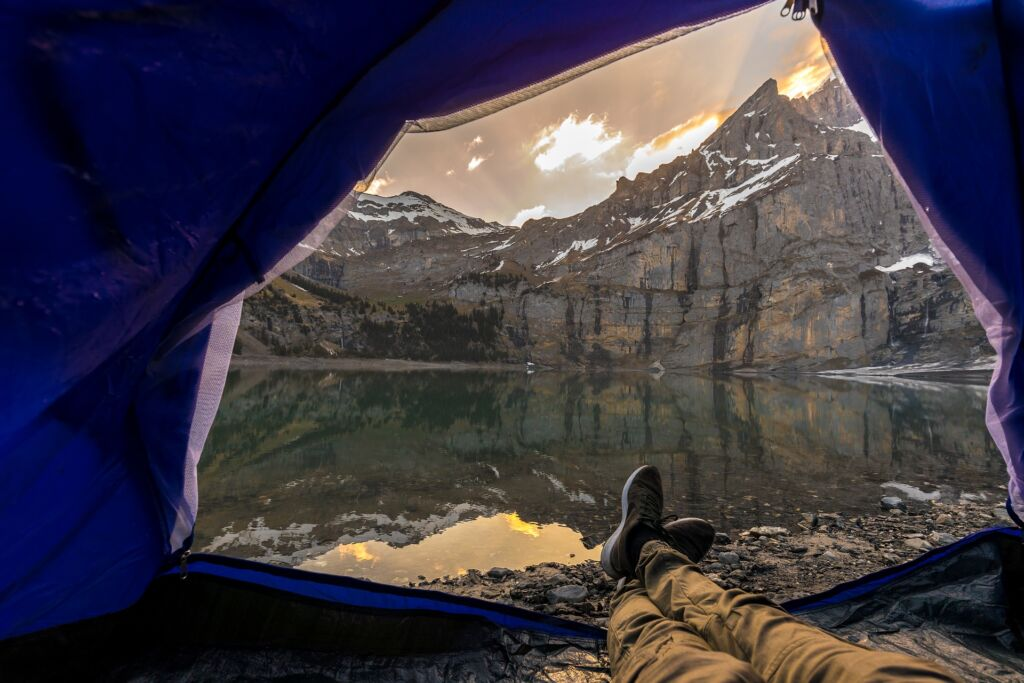 кемпинг в карелии с палатками на озере